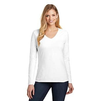 District  ®  Women's Very Important Tee  ®  Long Sleeve V-Neck. DT6201